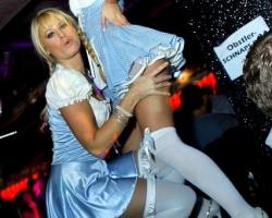 Wiesn Oktoberfest Gogos Tänzerinnen in München und Bayern_10