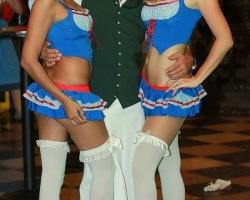 Wiesn Oktoberfest Gogos Tänzerinnen in München und Bayern_4